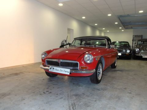 MG B Cabriolet rouge en vente