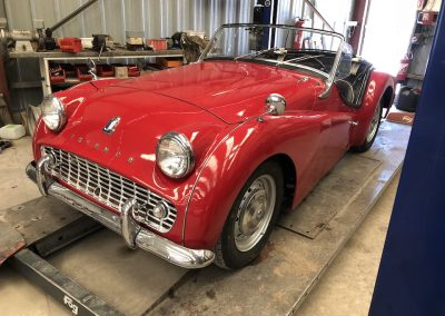 Triumph TR3 rouge 01