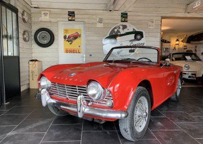 Triumph TR4 rouge 01