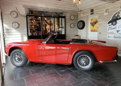 Triumph TR4 rouge 02