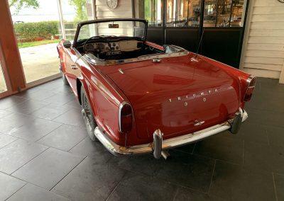Triumph TR4 rouge 03