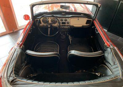 Triumph TR4 rouge 09