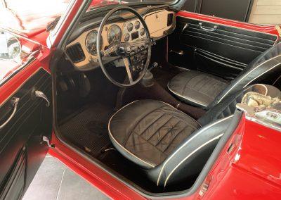 Triumph TR4 rouge 10