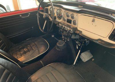 Triumph TR4 rouge 11