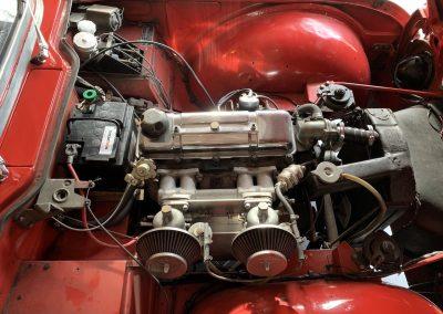 Triumph TR4 rouge 13