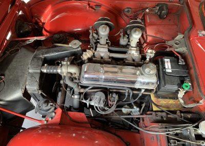 Triumph TR4 rouge 14