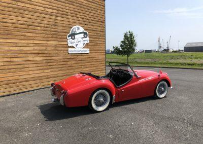 Triumph TR3 rouge cabriolet 00004