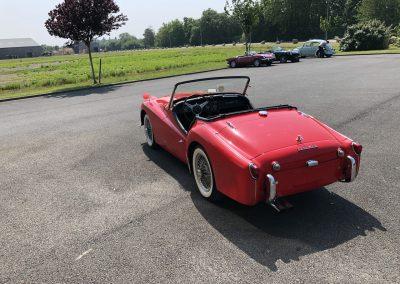 Triumph TR3 rouge cabriolet 00005