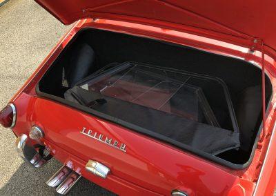 Triumph TR3 rouge cabriolet 00008